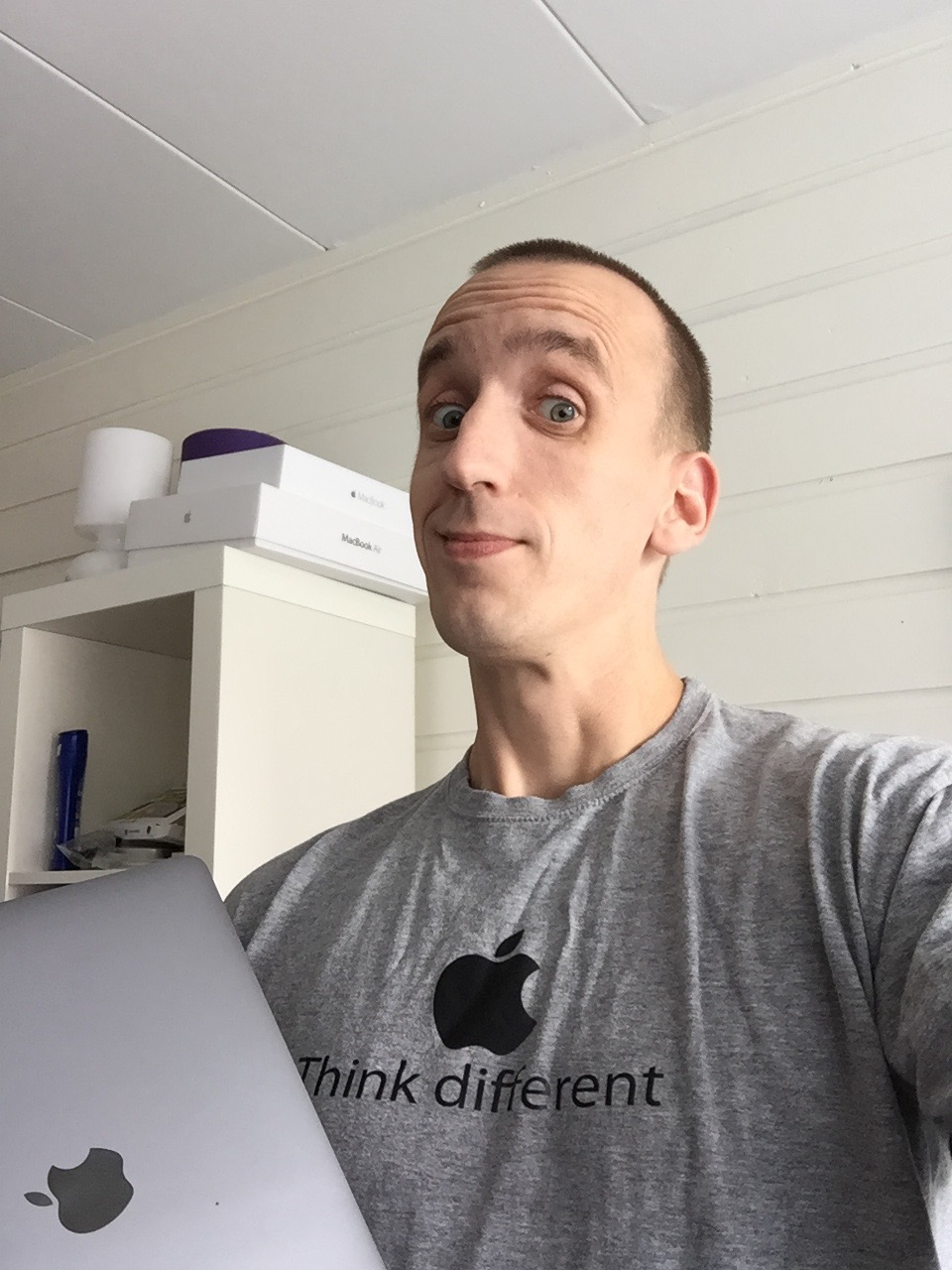 same colour and style Macbook and t-shirt