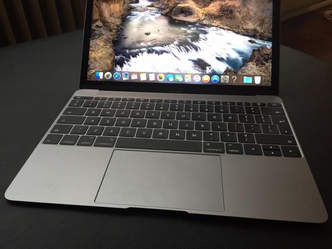 new-macbook-12-front
